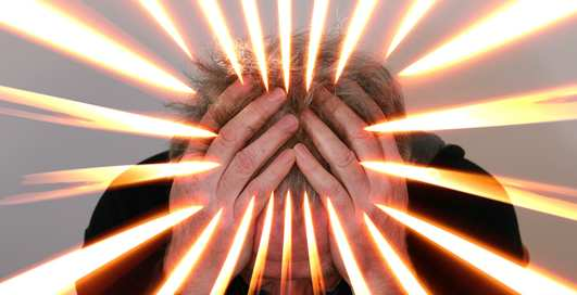 Почему сдерживать эмоции на работе - опасно?