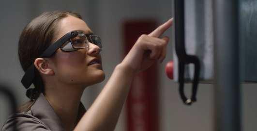 Google показала новые очки Google Glass