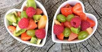 ТОП-6 летних продуктов, помогающих освежиться в жару