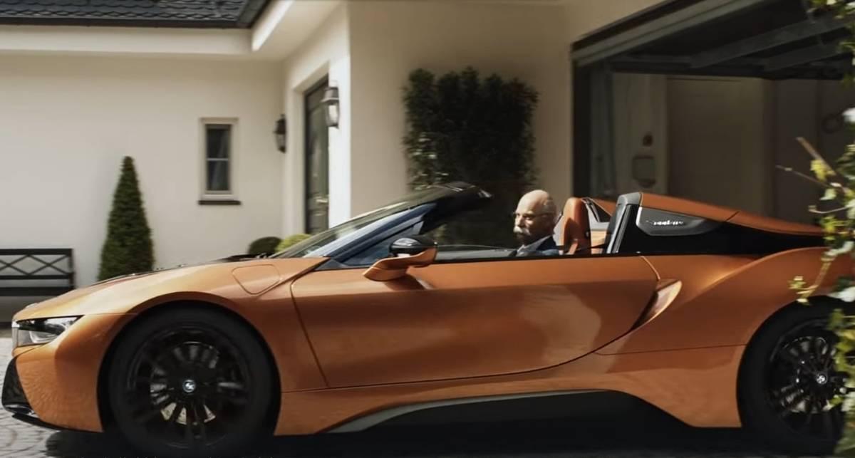 BMW оригинально поздравили экс-главу Mercedes с выходом на пенсию и сделали из этого рекламу