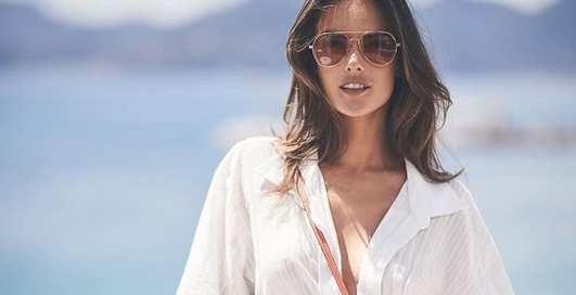 Dolce vita: Алессандра Амбросио продолжает летние каникулы в откровенных нарядах