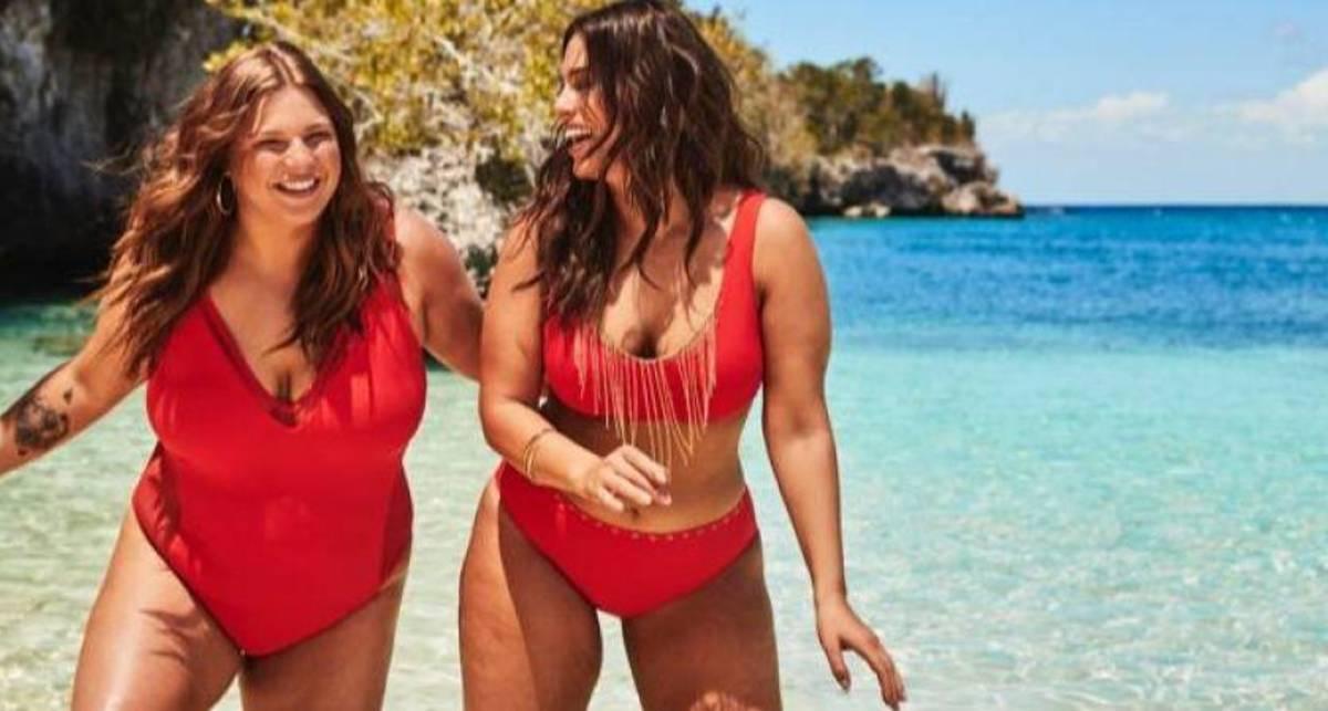 Две пышные красотки: Эшли Грэм с сестрой снялись в рекламе купальников