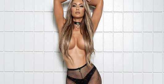 Красотка дня: Модель Playboy с пышным бюстом Андреа Эш