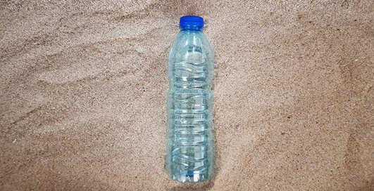 Целую вечность: WWF запустил трансляцию разложения пластиковой бутылки в прямом эфире
