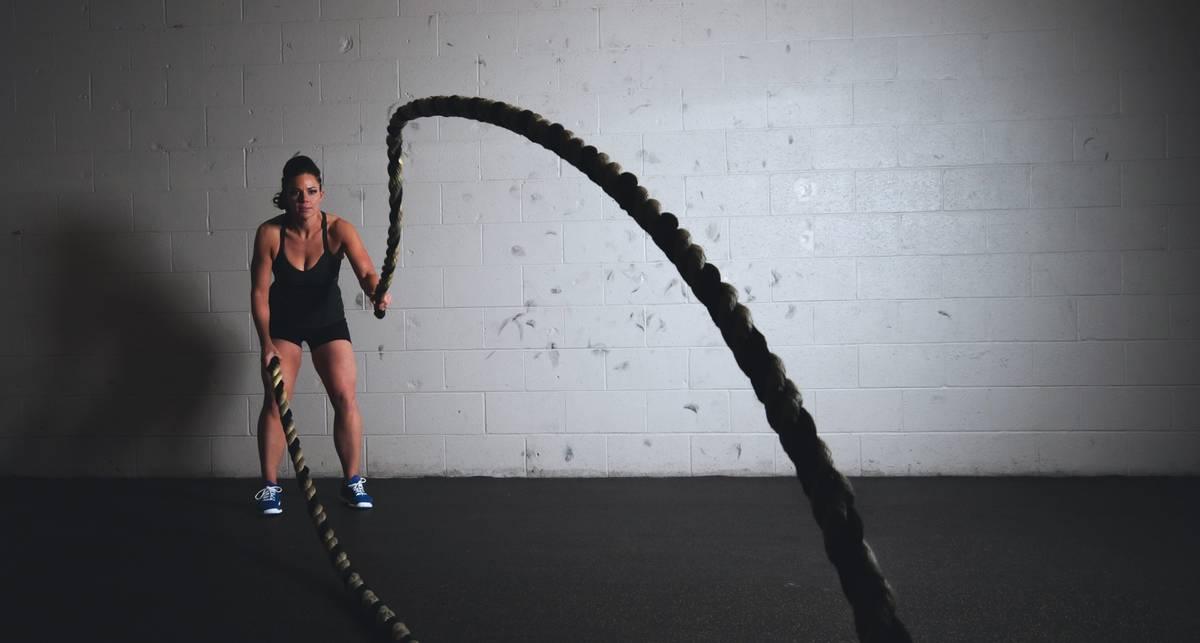 Топ-5 упражнений с канатами для тренировки мышц