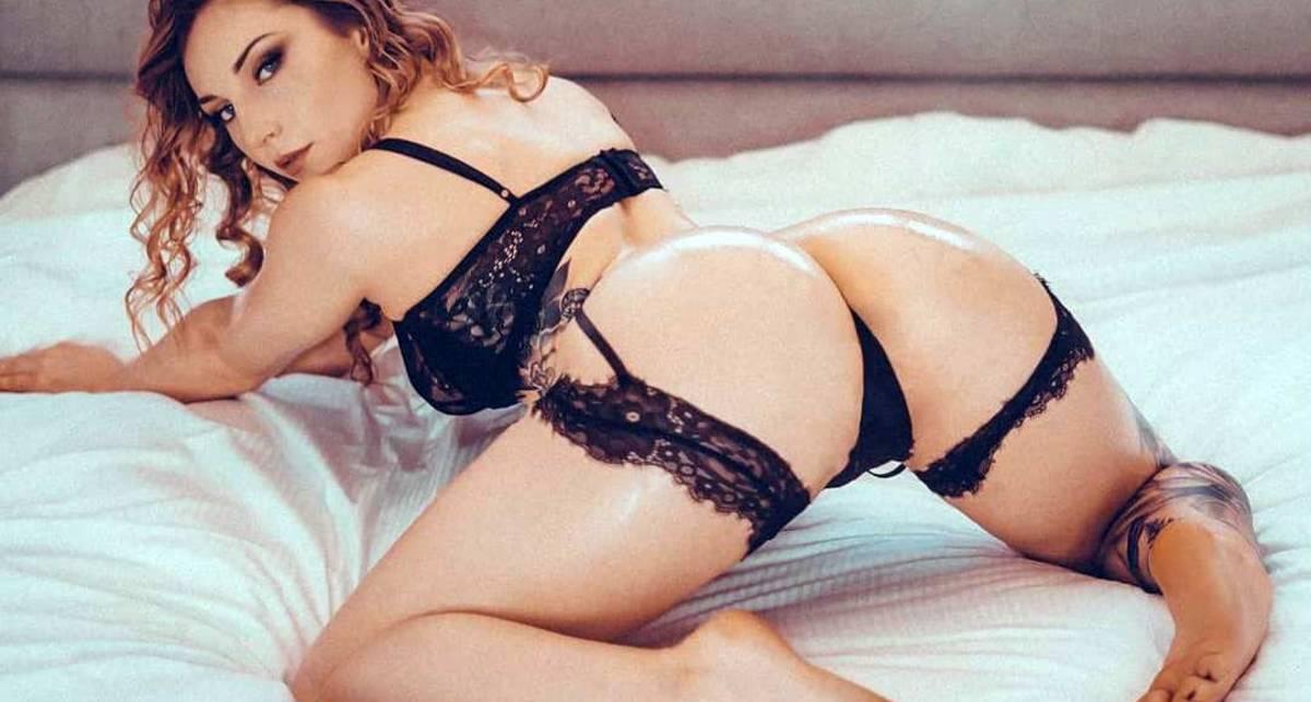 Красотка дня: фигуристая модель Мэри Элизабет