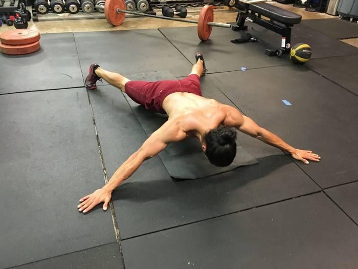 Планка Тома Круза / muskul.pro