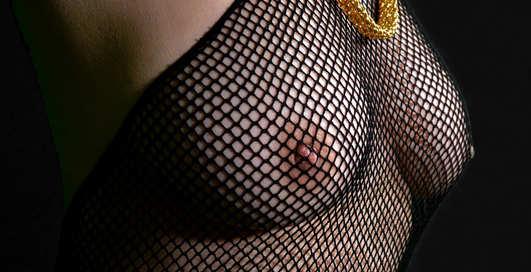 Страстные холмы: почему мужчинам полезно смотреть на женскую грудь?