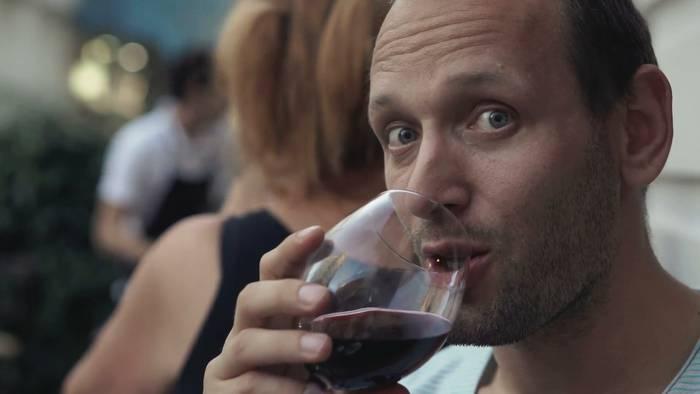 Часто любители красного вина — «соловьи», интроверты и одержимые собаками