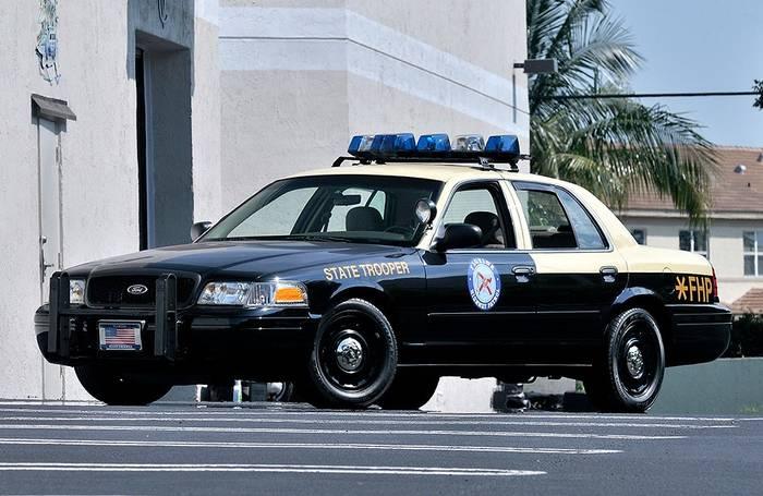 Полицейский Crown Victoria, которому потом прострелили колеса