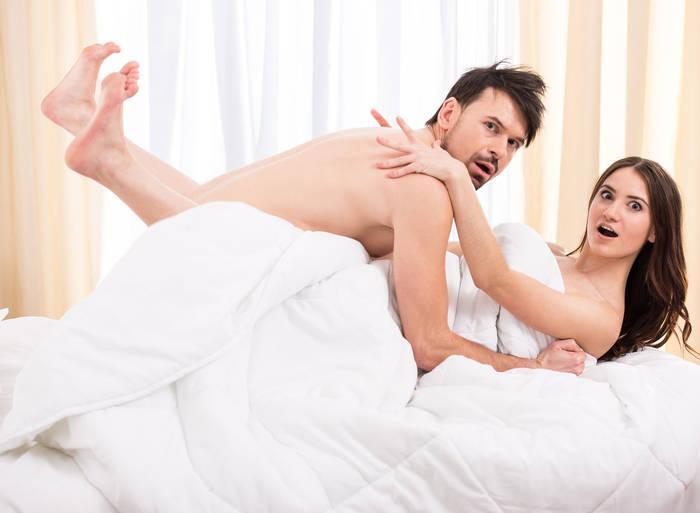 Смени постель на шелковую. Но не факт, что так вам будет прохладнее