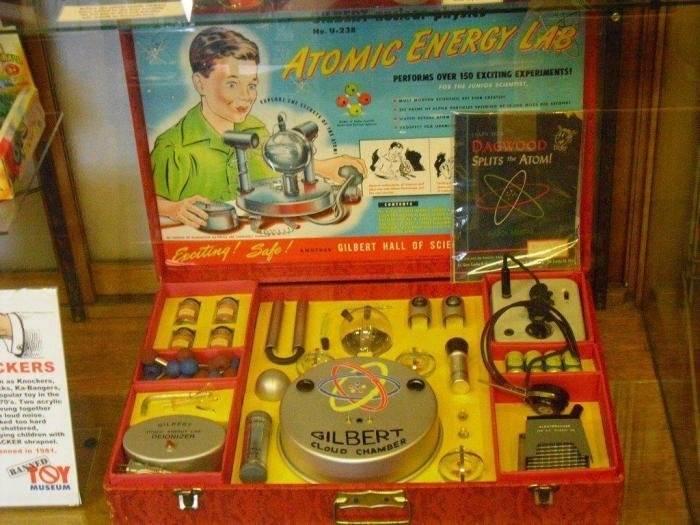Детский набор с радиоактивными игрушками