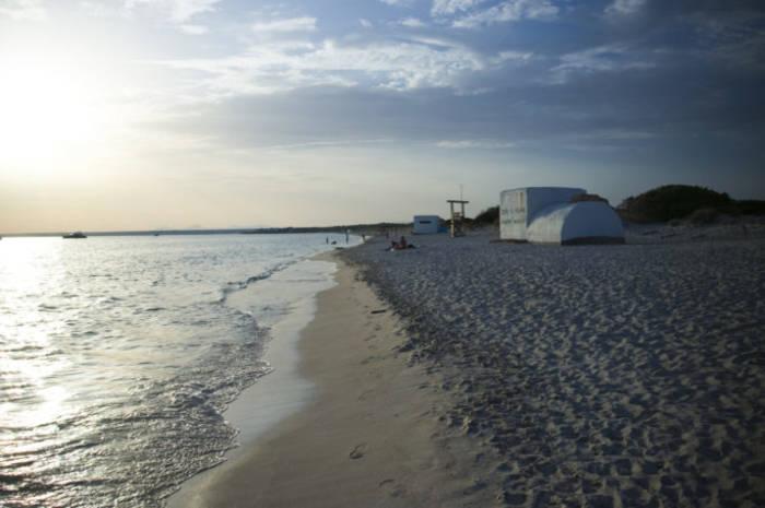 Эс-Тренк — один из лучших диких пляжей Испании