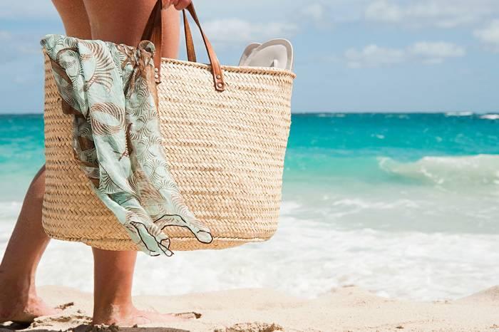 Как не тратиться на пляжную сумку — хранить свои вещи в сумке твоей женщины