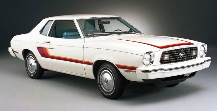 Маломощный и медлительный Ford Mustang II. Появился не в то время (в 1973 году, когда начался топливный кризис)