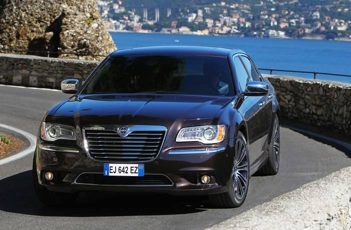 Lancia Thema второго поколения, лишенная итальянских индивидуальности и лоска
