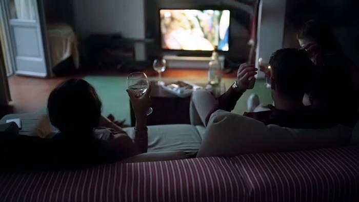 Самый приятный «ленивый» отпуск — запереться в квартире, пить, есть и смотреть фильмы