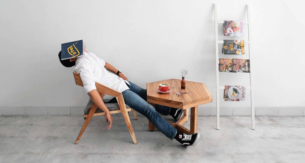 Для хорошей памяти и качественного секса: 10 причин подремать на работе