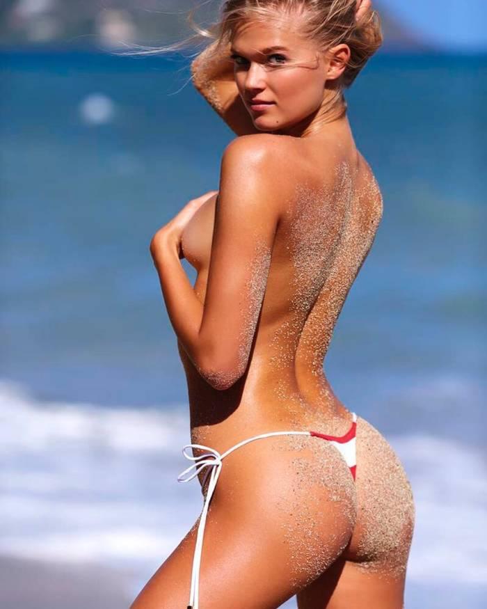 Российская топ-модель Вита Сидоркина-Морабито. Рекламирует лифчик