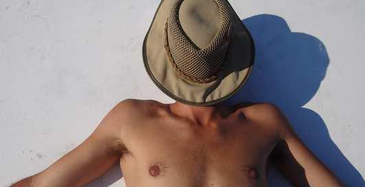 Что делать, если обгорел на солнце: 3 проверенных средства