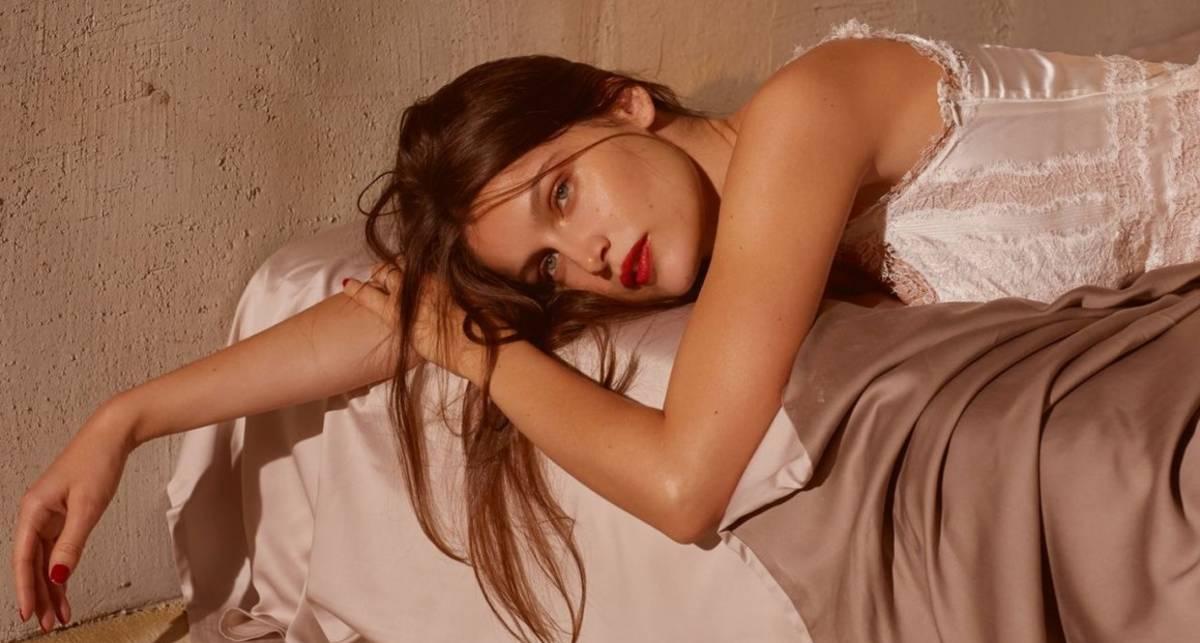 Нечего скрывать: супермодель Летиция Каста снялась обнаженной для обложки глянца