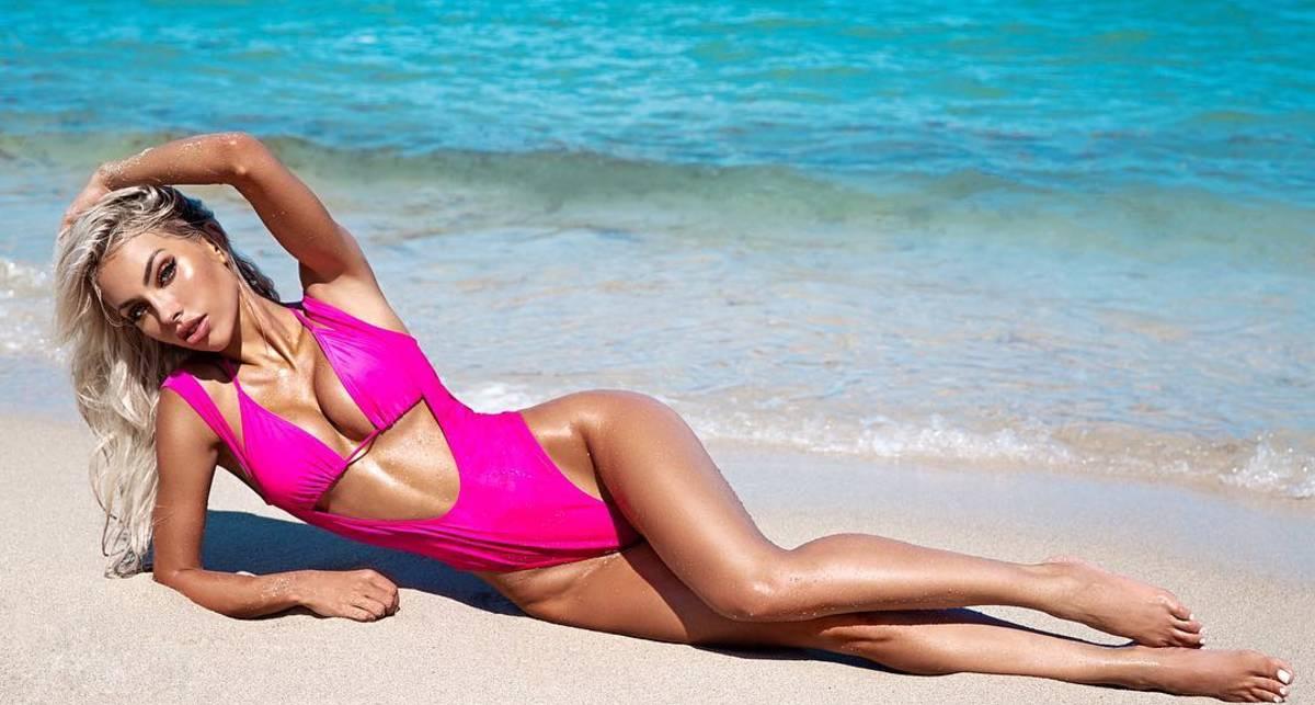 Красотка дня: модель с обложки Maxim Оливия Бернс