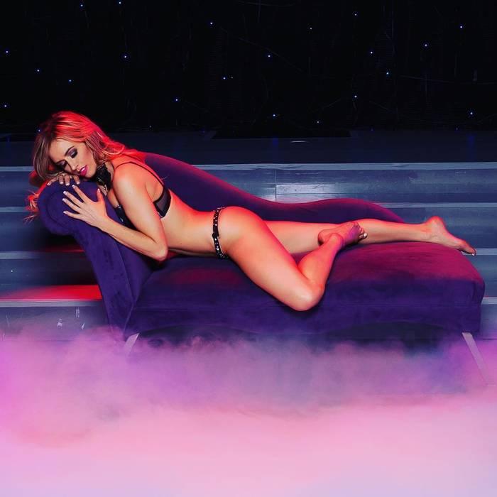 Профессиональная танцовщица и модель Мэрайя Ривера