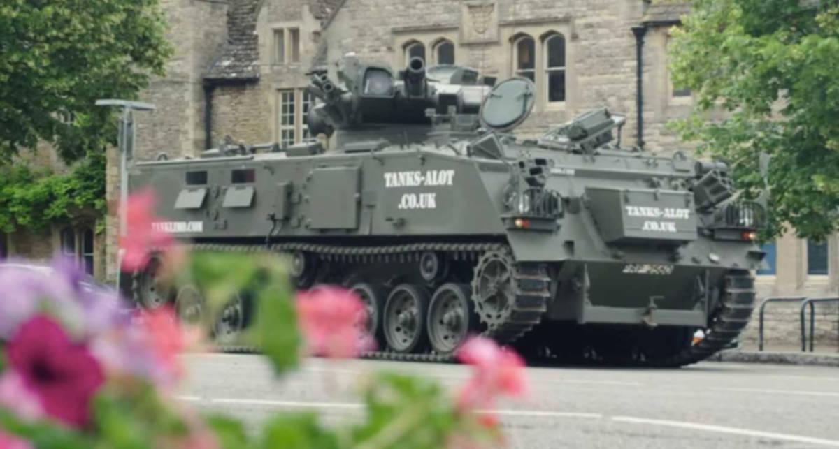 Проходимость и эксклюзив: как выглядит первый в мире танк-лимузин?