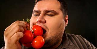 Помидоры и шпинат: 5 овощей, которые не стоит есть сырыми