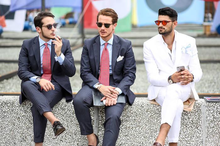 Нормальная длина брюк: когда сидишь, должно быть видно твои щиколотки (или носки)