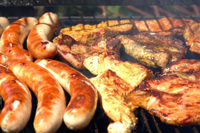 Жареное мясо и колбасы - ой как не полезно, ох как вкусно!