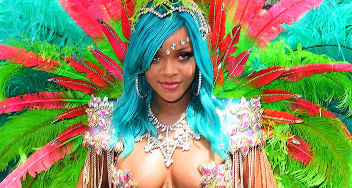 Все откровеннее: топ-5 нарядов Рианны на Барбадосском карнавале