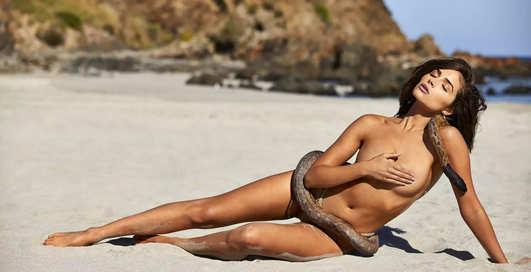 Умеет удивлять: Оливия Калпо предстала голой в обнимку с питоном