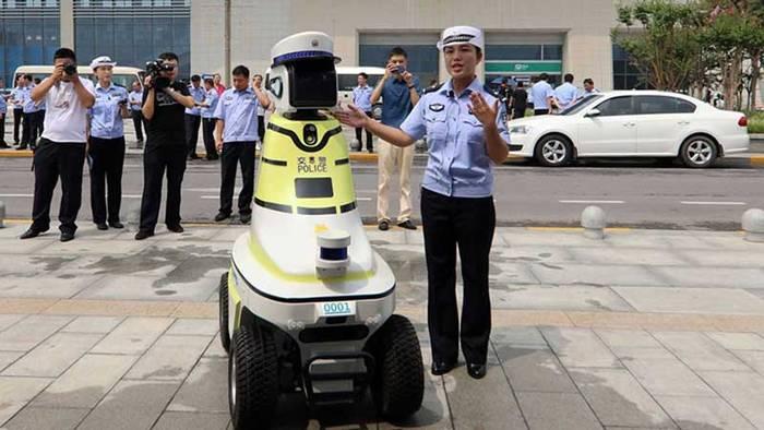 Три вида роботов будут помогать обычным китайским полицейским в патрулировании улиц