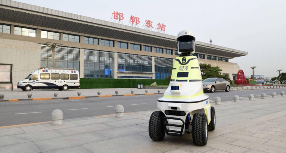 Китайский робокоп: дороги будут патрулировать роботы-полицейские