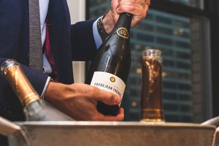 Бутылка хорошего вина - это многовато, а вот бокал - в самый раз