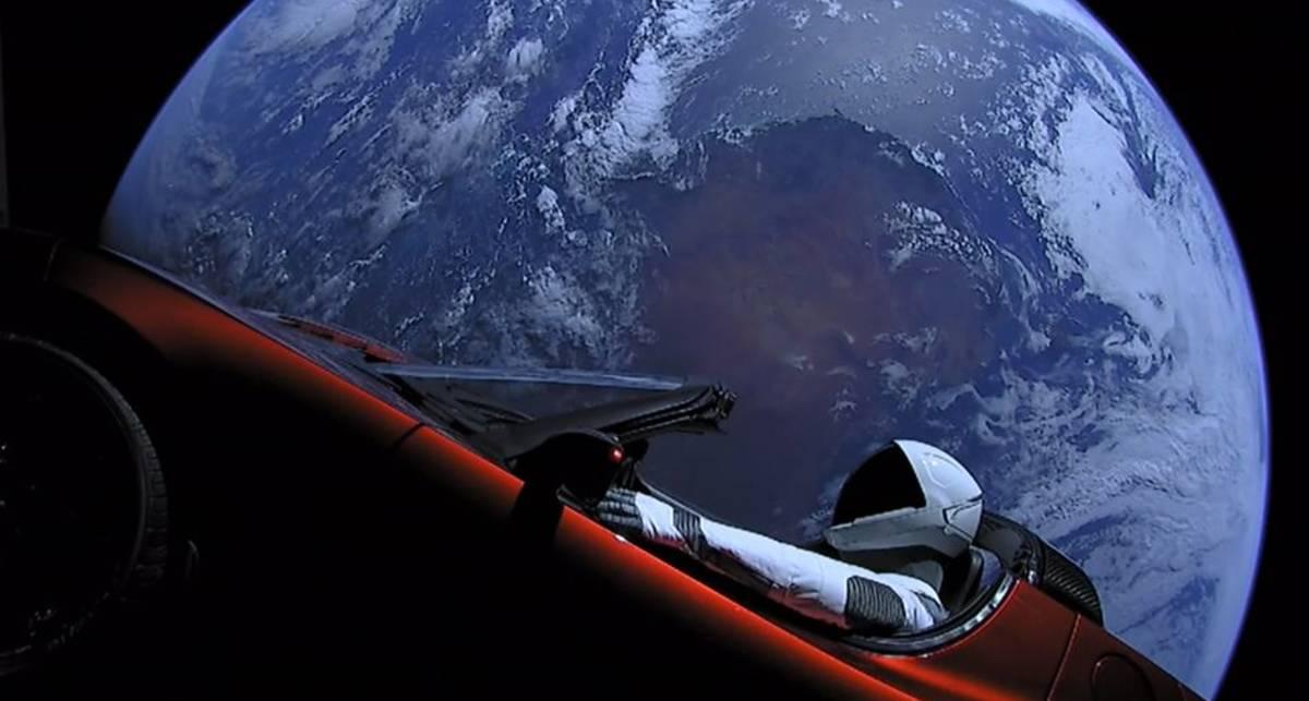 Tesla Илона Маска совершила полный оборот вокруг Солнца