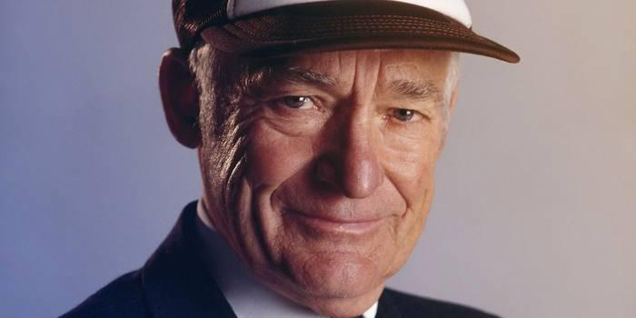Сэм Уолтон. Американский бизнесмен, основатель сетей магазинов Wal-Mart и Sam's Club. В период с 1985 по 1988 гг. журнал Forbes признавал Сэма Уолтона самым богатым человеком Америки