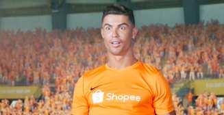 Странные танцы: Роналду снялся в безумной сингапурской рекламе онлайн-магазина