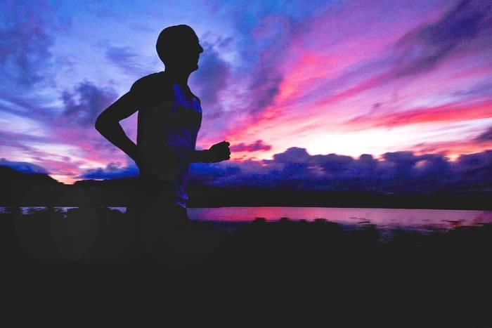 Лучшее время для пробежек летом — утро или вечер
