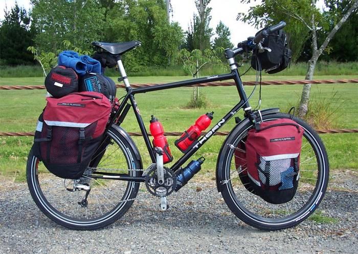 Туристический — велосипед, имеющий отверстия для багажных креплений