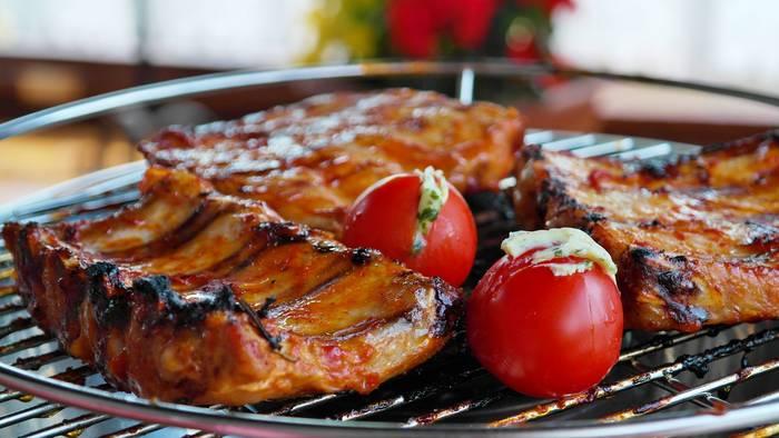 Мясо - штука вкусная, но переваривать его придется долго, не до сна