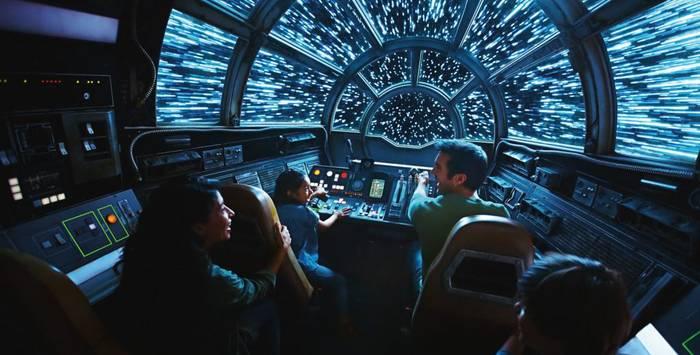 Тематический парк Star Wars: Galaxy's Edge в Диснейленде Анахайм, Калифорния.