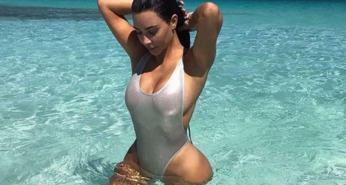 Тропическая красотка: Ким Кардашьян поделилась горячими фото с отдыха