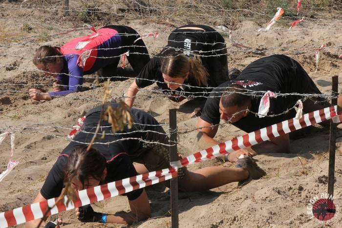 Несколько километров препятствий из грязи, стен, проволоки, ледяной воды — это Legion Run Kyiv 2019