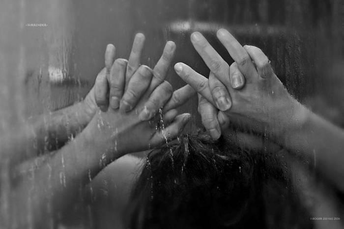 Перед оральным сексом сходите в душ. Там этим можете и заняться