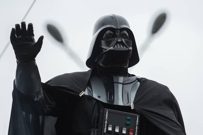 Дарт Вейдер - просто культовый образ поп-культуры. Организаторы торгов стоят именно на такой позиции и намерены выручить не менее полумиллиона долларов за шлем