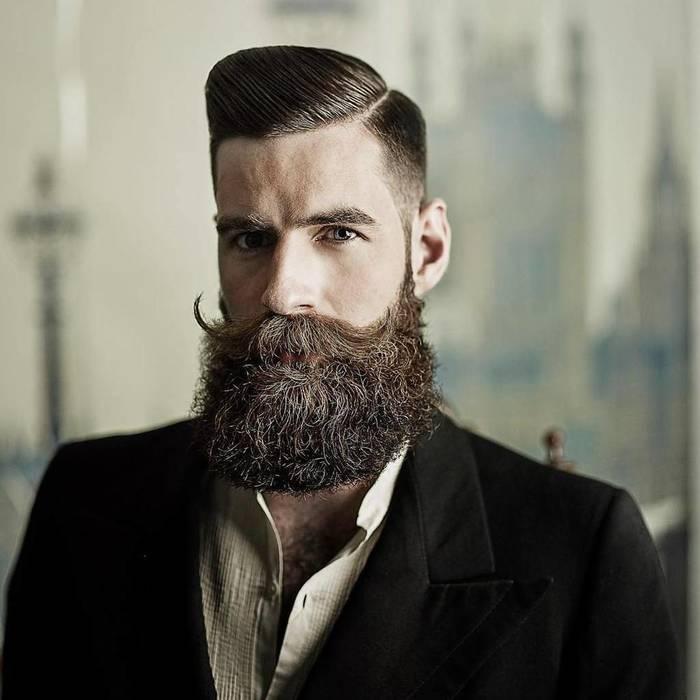 Стильный костюм — шикарное дополнение к красивой бороде