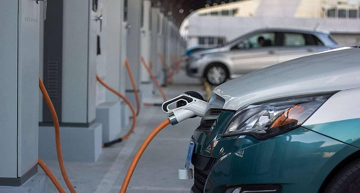 Заправить электромобиль бензином? Почему бы и нет - результаты опроса Ford