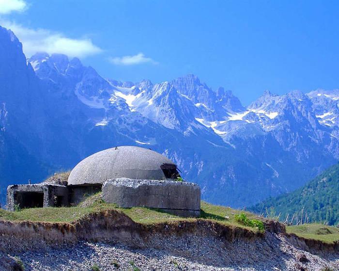 Бункеры в Албании повсеместно